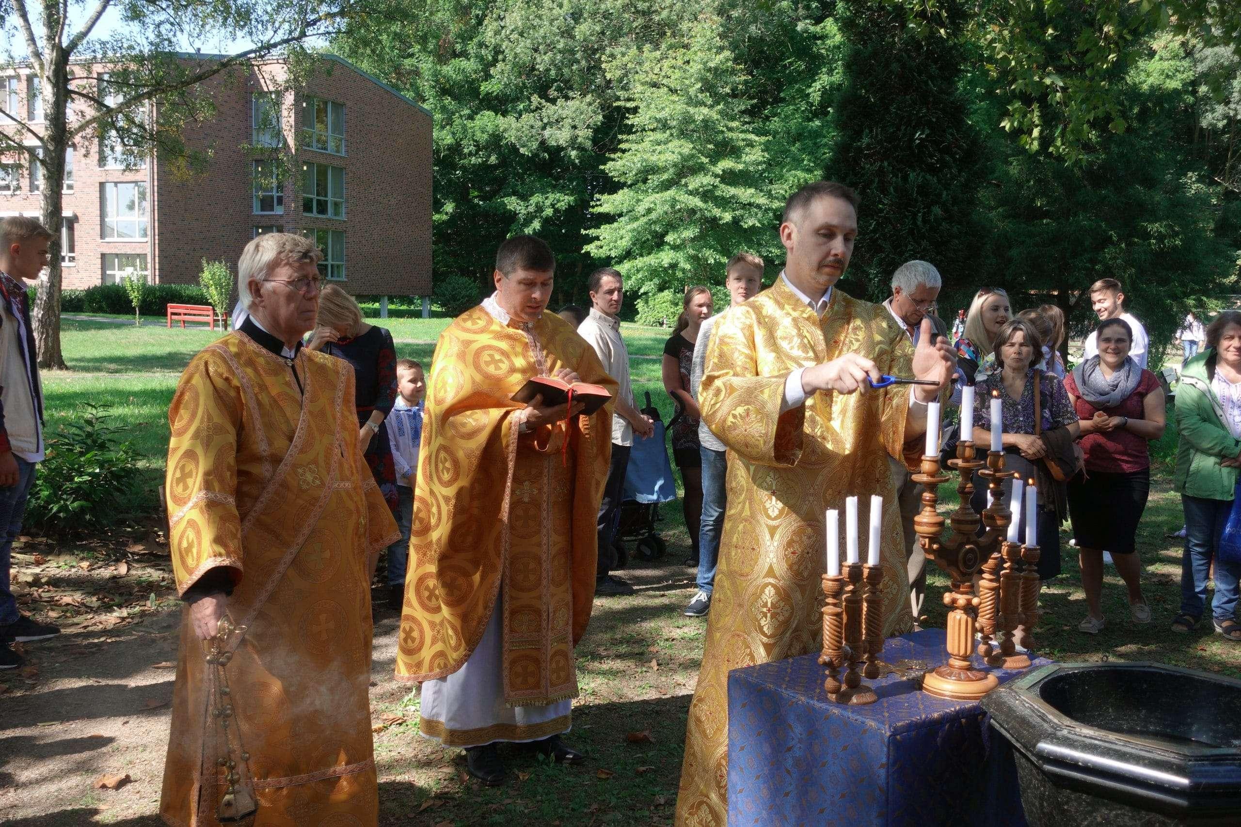 Святкування 1030-тої річниці Хрещення Русі-України та 60-тої річниці посвячення Храму Покрову Пресвятої Богородиці у м. Крефельд