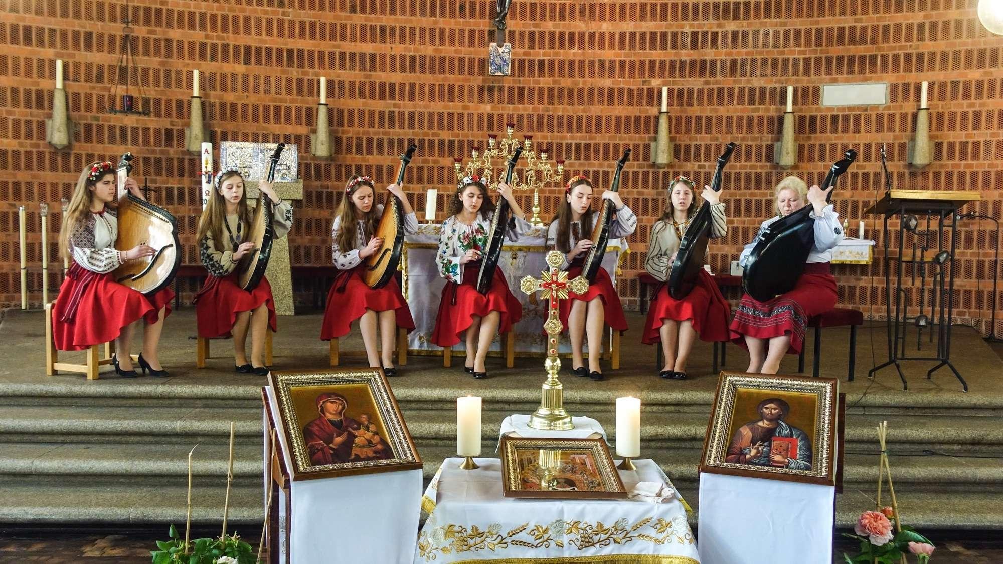 Виступ капели бандуристок з Рогатина