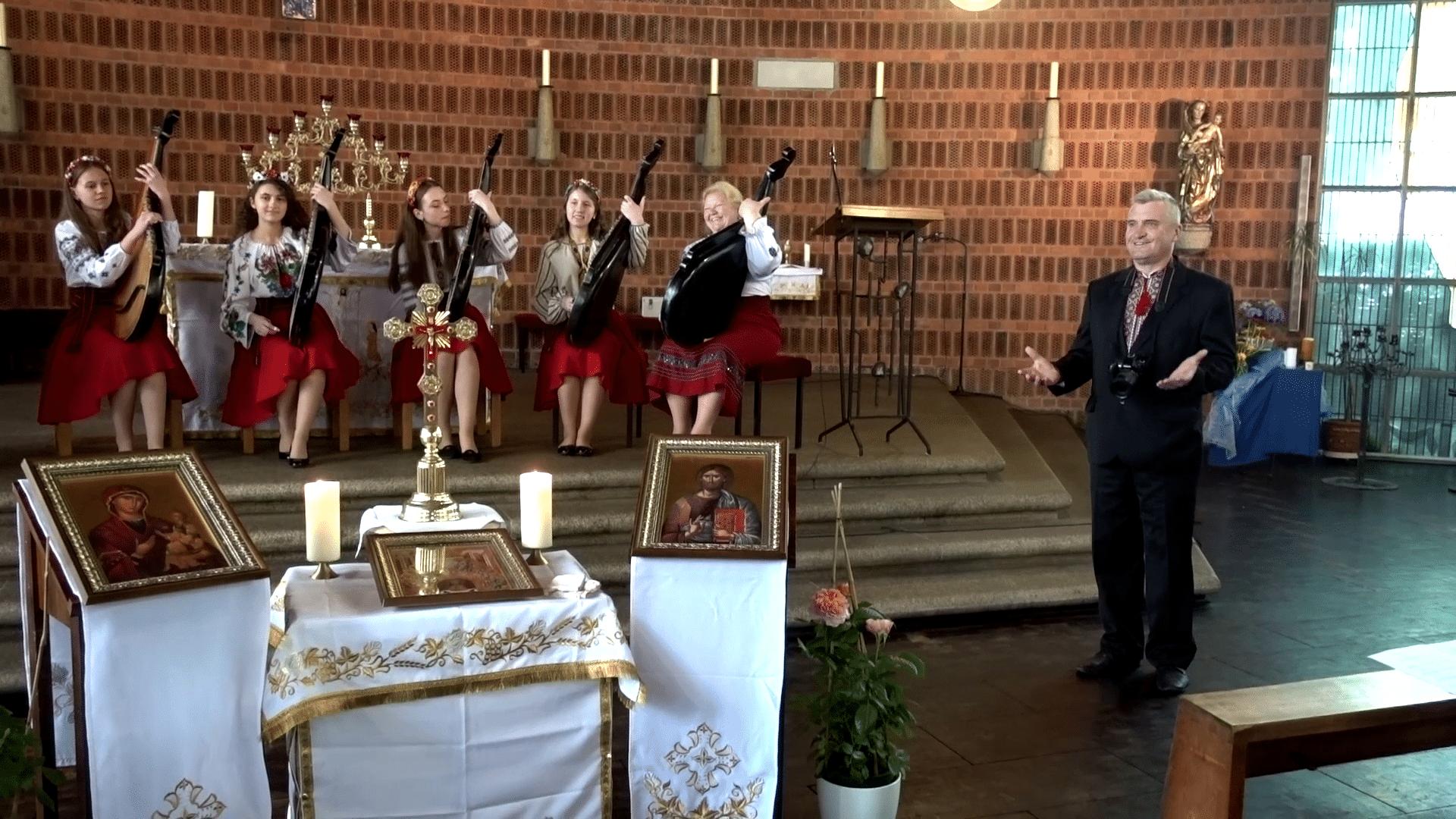 "Виступ капели бандуристок (відео ""Христос воскрес"")"